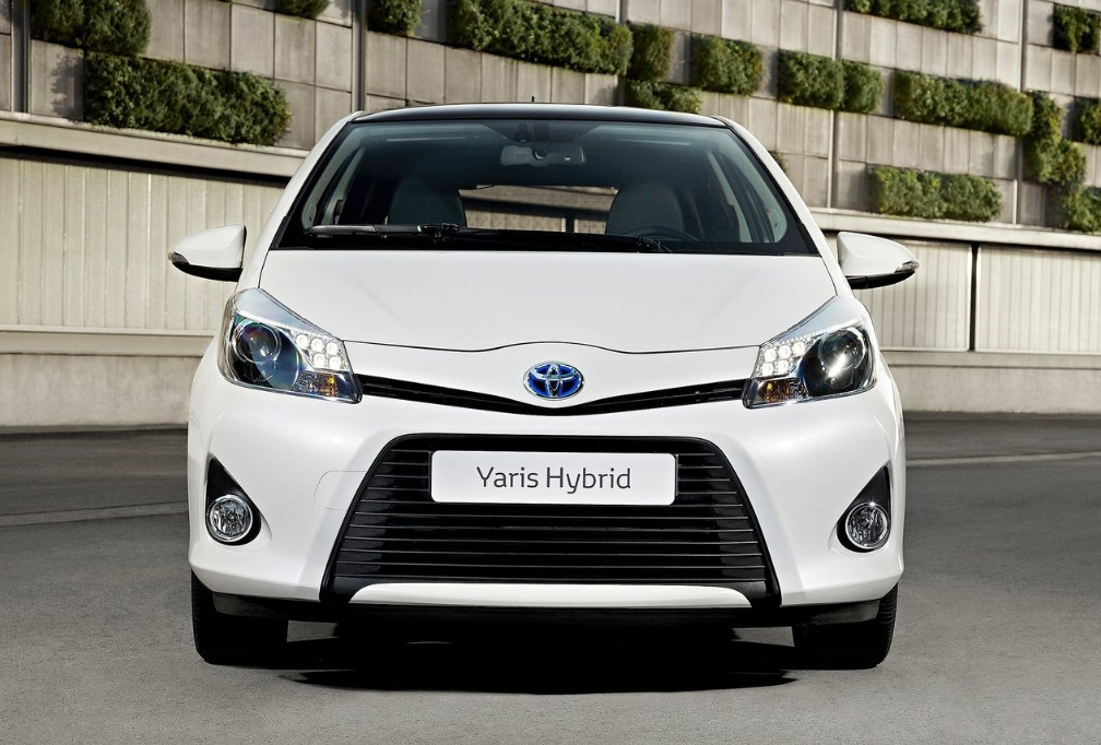 toyota yaris hybrid kyotolease. Black Bedroom Furniture Sets. Home Design Ideas